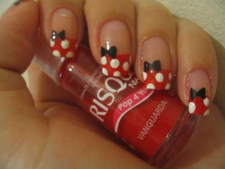 Unhas inspiradas na Minnie Mouse
