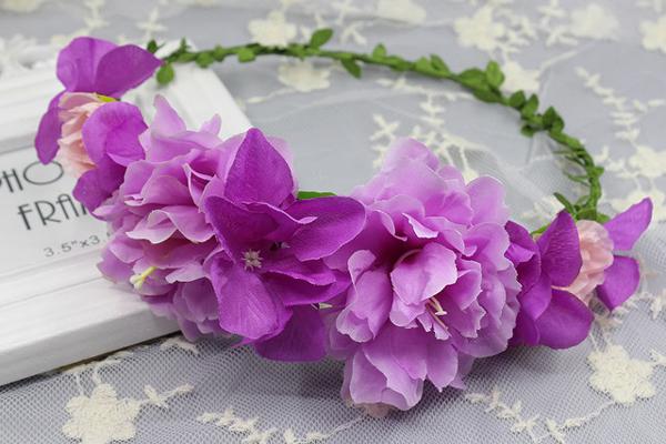 coroa com flores roxinhas