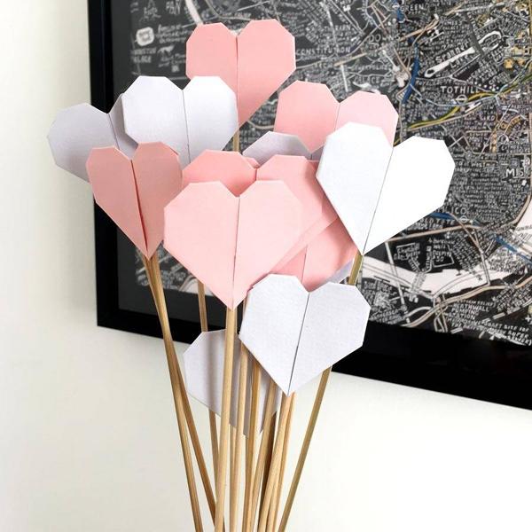 origami de coração no palito