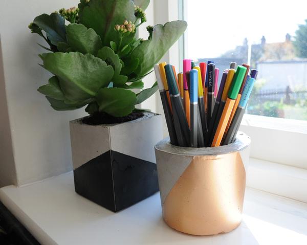 vaso de concreto com tinta