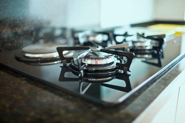 Mistura caseira é perfeita para remover riscos do fogão e de outras superfícies de inox