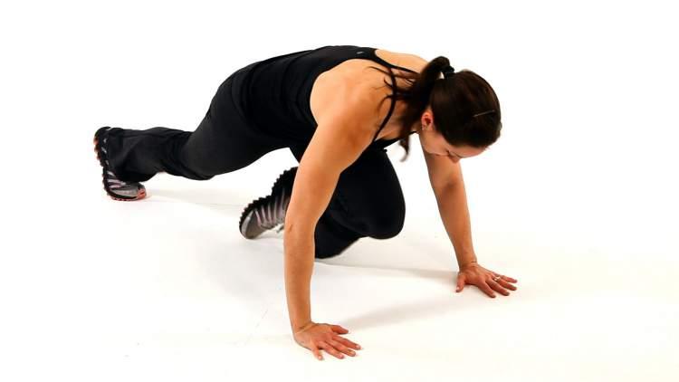 Mountain Climbers é um dos exercícios para movimentar o corpo inteiro e emagrecer