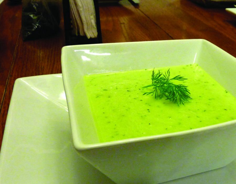 Veja a receita de sopa detox de abobrinha e emagreça com saúde.
