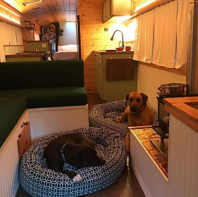14 ônibus e vans antigos que foram transformados em confortáveis casas móveis