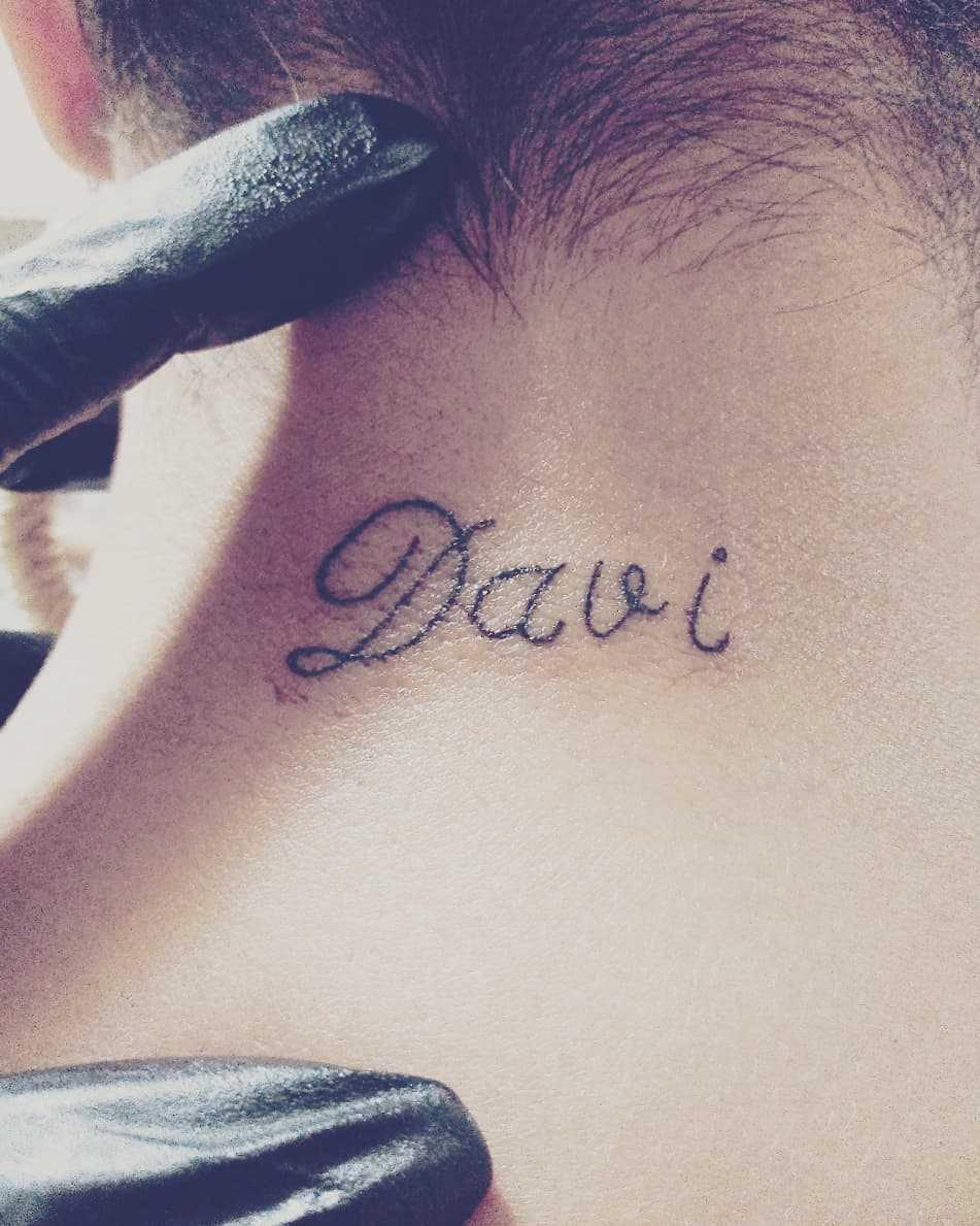 Tatuagem na nuca: 34 inspirações para você escolher