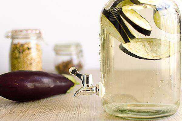Foto de Água de berinjela com limão para emagrecer