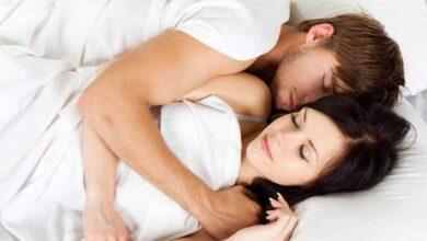 Dormir de conchinha: Vantagens e desvantagens