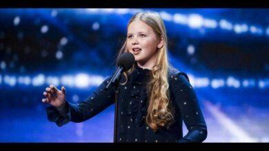 Foto de Menina tímida encanta jurados quando começa a cantar