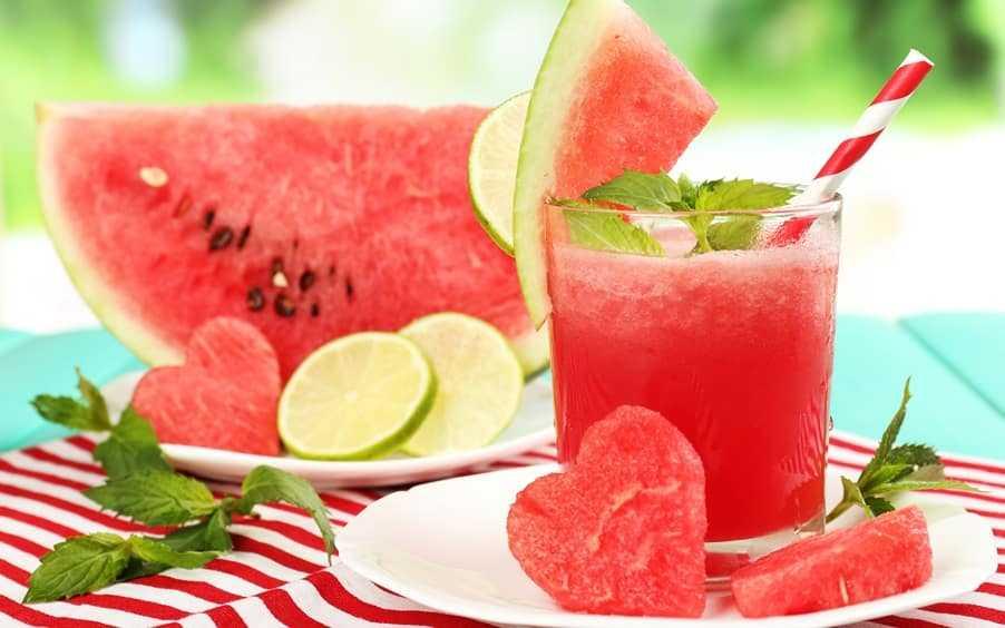 Suco de melancia com canela e limão para emagrecer