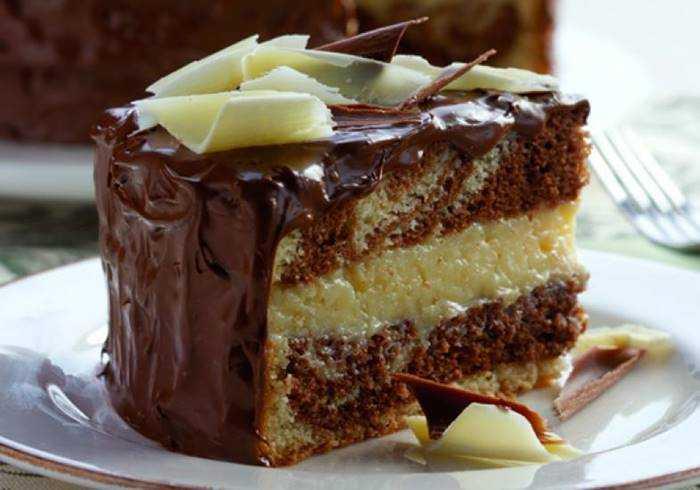Bolo de Chocolate Recheado com Beijinho