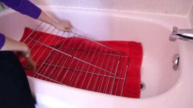 A melhor maneira de limpar as grades do forno