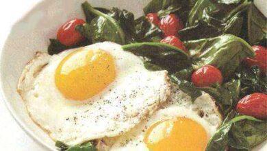 Ovos com Espinafre e Tomate