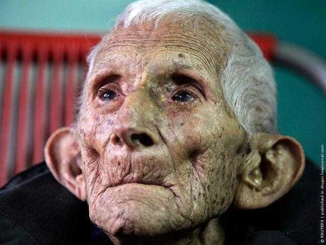 Este Velho Homem MORREU no hospital, Mas uma Enfermeira Encontrou uma CARTA que lhe deixou em LÁGRIMAS f