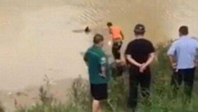 Bombeiros tentam retirar corpo boiando de lago, mas são surpreendidos