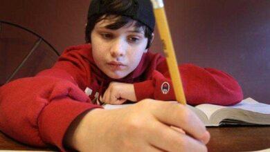 Foto de Garoto autista de 8 anos estuprado por colega escreve carta emocionante