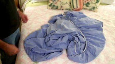 Foto de Não consegue dobrar o lençol de elástico? Veja um excelente truque!