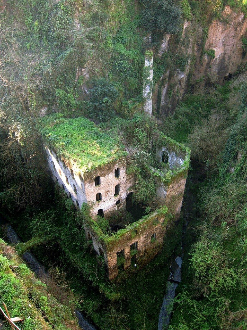 moinho abandonado em Sorrento Itália
