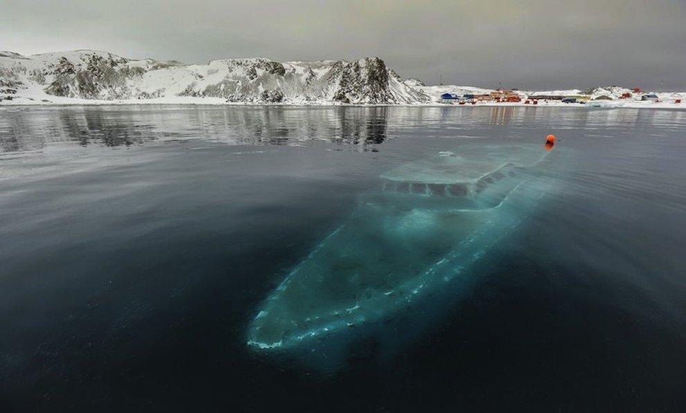 iate afundou na Antártida