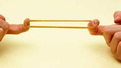 Foto de Por que você deve amarrar um elástico na tampa do esmalte