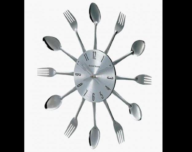 relógio com talheres