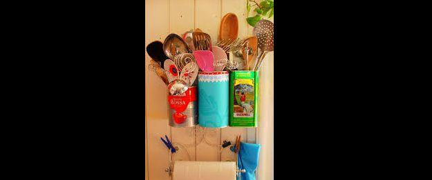 latas recicladas na cozinha