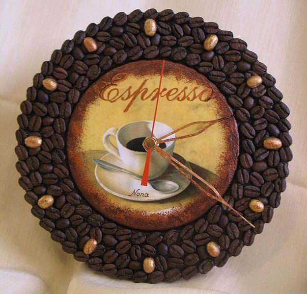 relógio de cozinha customizado com grãos de café