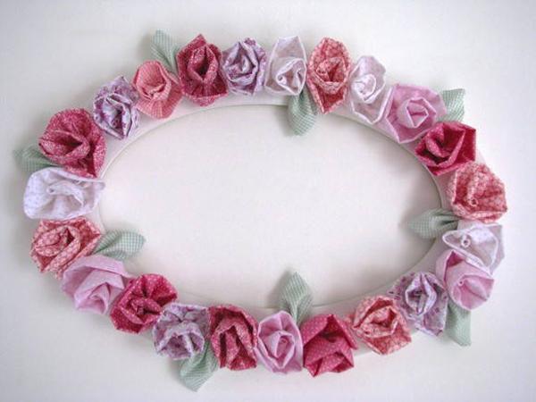 moldura decorada com flor de tecido