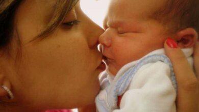 Foto de Por que você NUNCA deve beijar bebês recém-nascidos