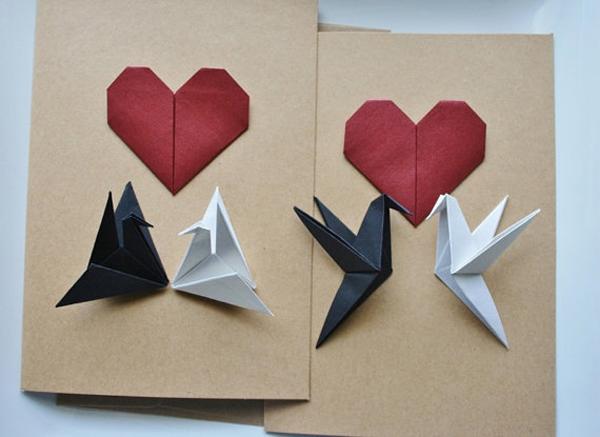 origami de coração no cartão