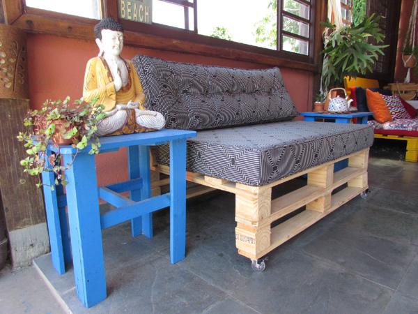 sofa de pallet com rodinhas