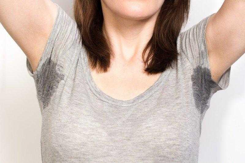 Dica para eliminar mancha de suor da roupa d