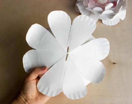 Flores para Decoração de Festa com Pratinhos Descartáveis