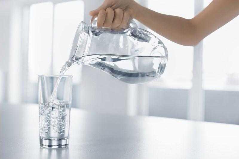 10 Sintomas que podem indicar que você precisa tomar mais água