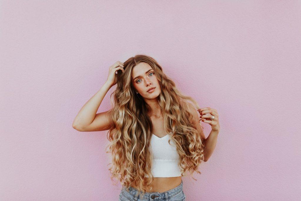 Descubra como a gelatina pode deixar seus cabelos mais fortes e brilhantes