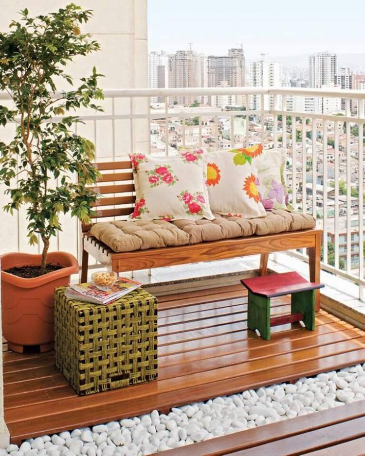 Piso de pedrinhas para decorar a varanda ou sacada