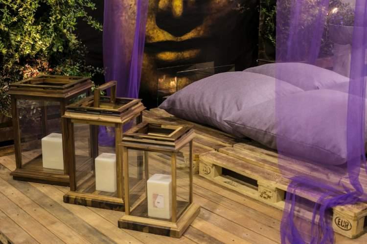 Espaço para meditação na varanda ou sacada