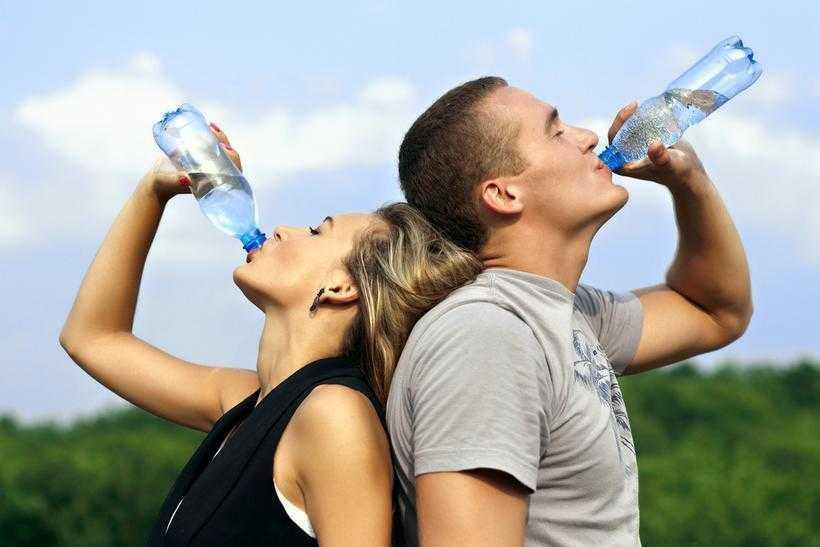 5 dicas para sua garrafa d'água não ficar cheia de bactérias 3