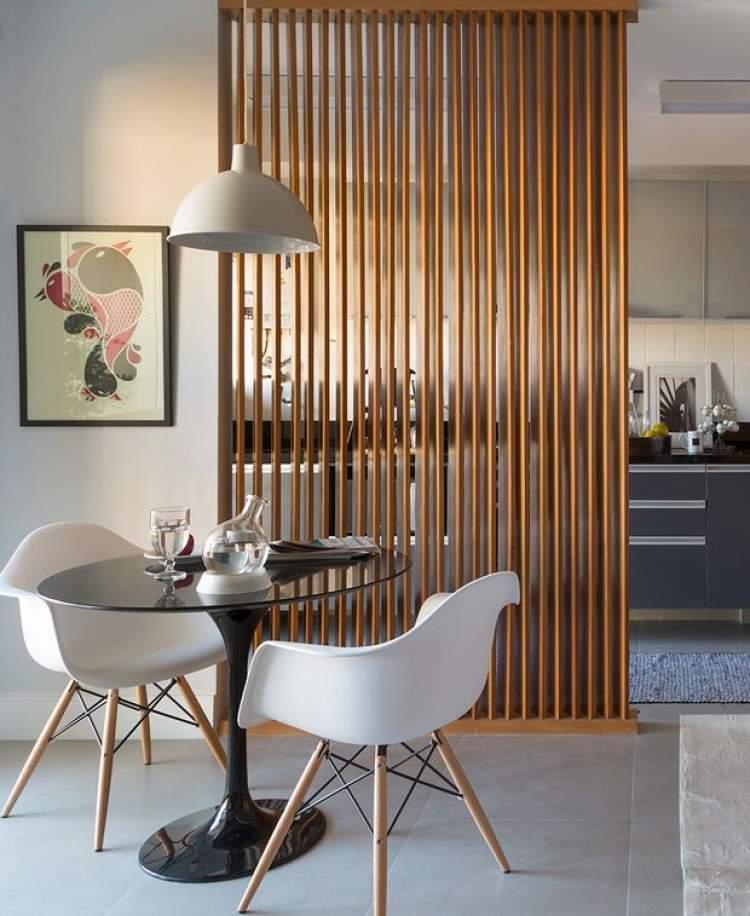 Cozinha integrada com divisória