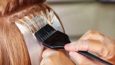 Mulher desenvolve cirrose por pintar os cabelos todos os meses por 10 anos