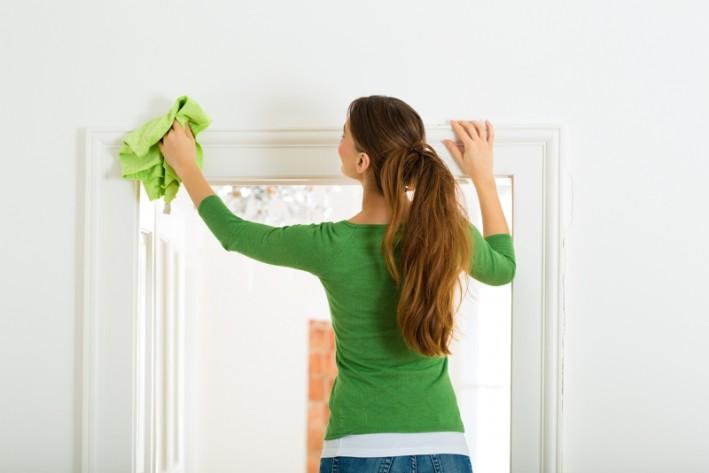 Descubra como tirar o mofo de móveis e tecidos. Foto: Bigstock.