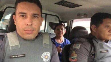 Mãe se apavora com foto do filho em viatura, mas motivo da carona emociona