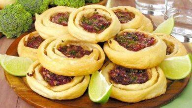 Foto de Esfirrinha folhada de carne com brócolis