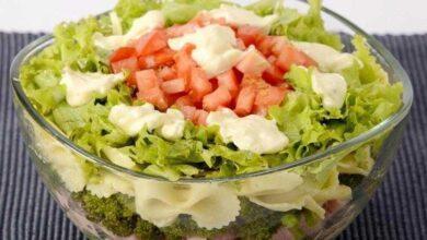 Salada de macarrão em camadas