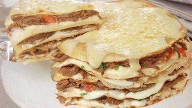 Torta de panqueca com carne gratinada
