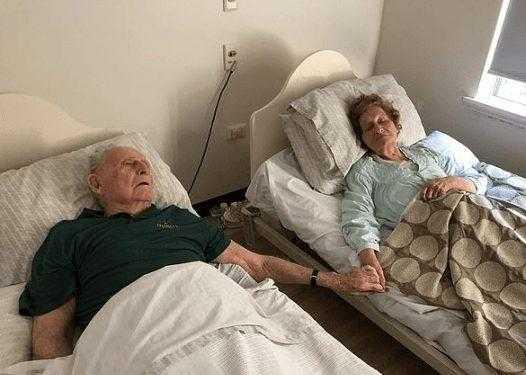 Casados há 70 anos, idosos morrem de mãos dadas e com poucos minutos de diferença