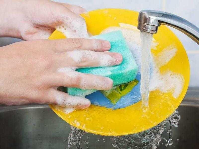 Lavar os pratos de casa ajuda a viver por mais tempo