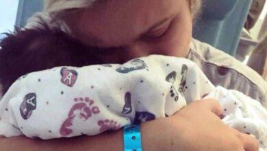 """Mãe faz apelo após bebê de 12 dias morrer """"Parem de beijar bebês que não são seus"""" dd"""