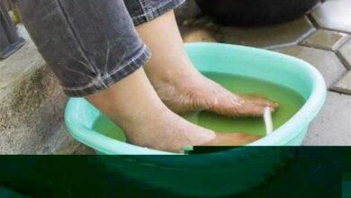 Mergulhe seus pés no vinagre uma vez por semana e você verá como todas as doenças desaparecem d1