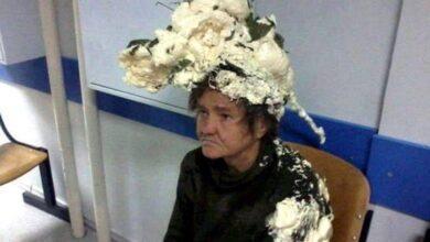 Foto de Mulher confunde espuma de construção com espuma de cabelo e vai parar ao hospital