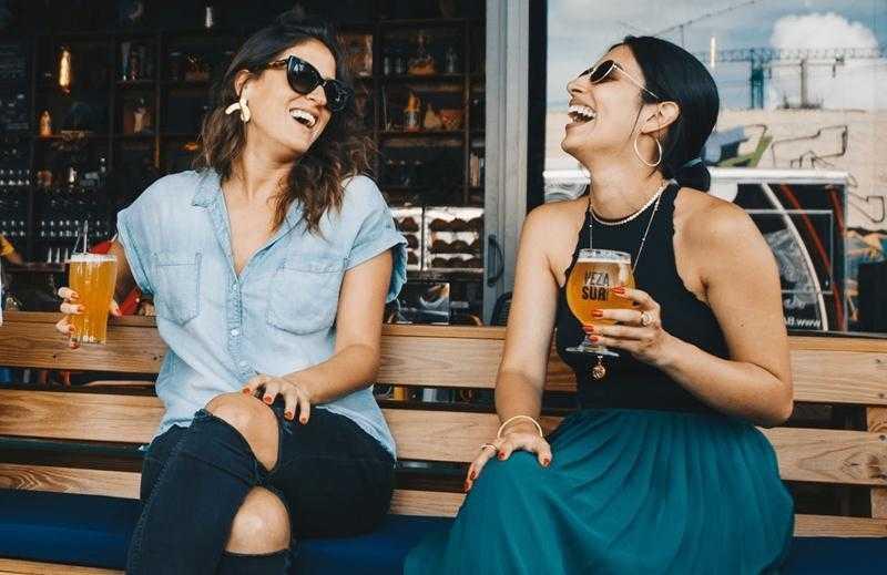 Beber cerveja é mais eficaz contra rugas do que cremes anti-idade; diz estudo